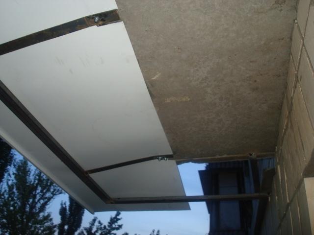 Установка козырька при остеклении балкона своими руками..